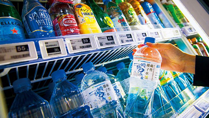 全家自有品牌瓶裝水年銷破千萬瓶,是所有瓶裝水品項中業績第一。