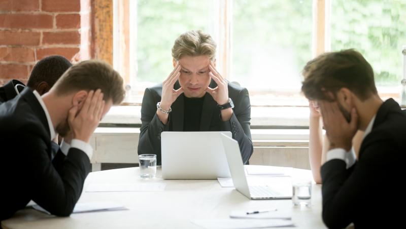 老闆不滿意、下屬沒動力?致中階主管:別再把「指導」與「給意見」混為一談