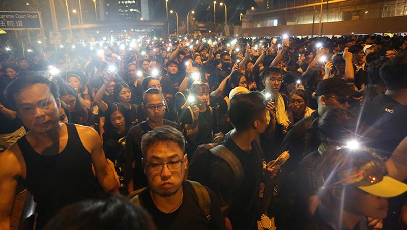 香港太陽花》七一遊行夜闖立法會!香港97回歸後,6次大規模群眾抗爭總整理