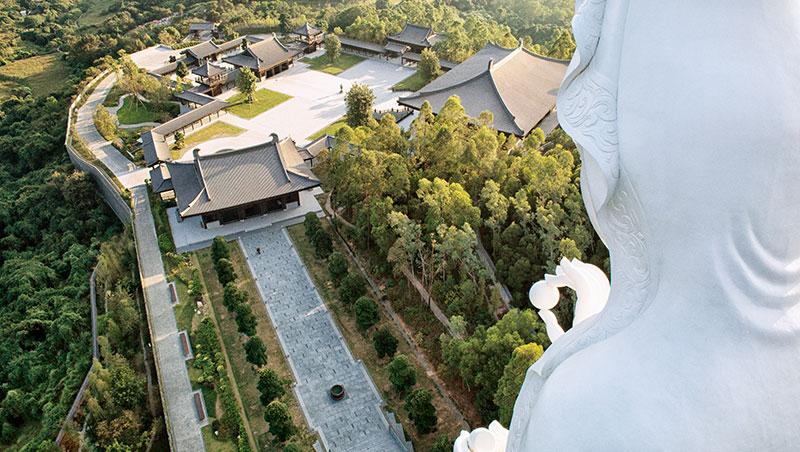 慈山寺仿唐時期的建築風格相當優美典雅,令人心靈沉靜。