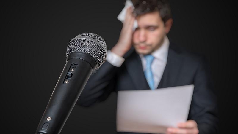 公開場合被點名發言怎麼辦?搭情境、至少1分鐘...演講口才教練的即興談話公式
