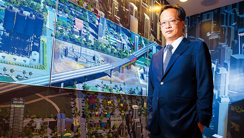 吳志仁所處的內湖行控客服中心,可即時監控砂石進港、混凝土出廠,甚至工地情況。