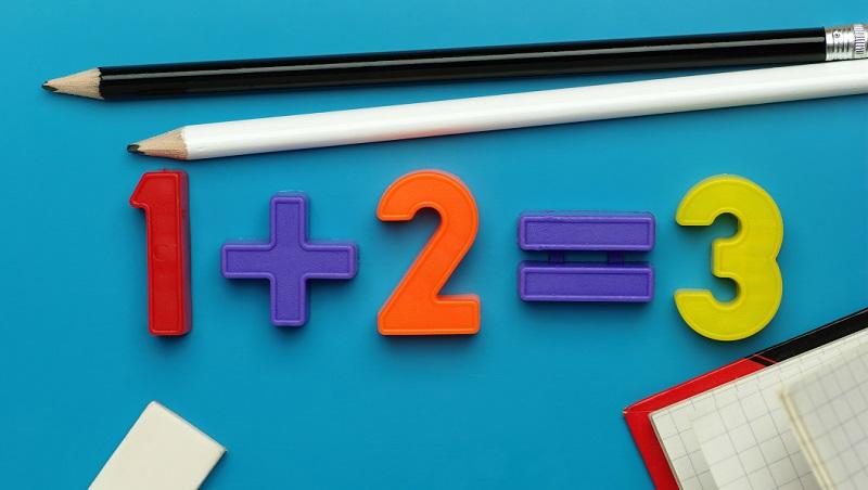 計算加總時,說plus three and four錯在哪?破解7個中英文數字轉換問題