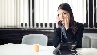 「這很緊急請轉達!」英文怎麼說?打電話給國外客戶,說話不吃螺絲8大攻略
