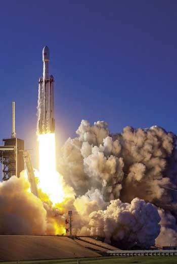 2019_今日》鋼鐵人馬斯克、全球首富貝佐斯、軟銀創辦人孫正義等人,正拚比著將上萬顆人造衛星,用火箭發射到太空……