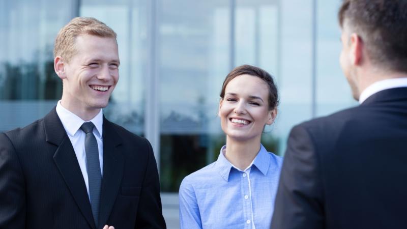 「跟客戶交涉,先降低我方請求」更易成功!得寸進尺法、低飛球策略…7大說服技巧