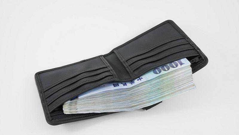創業維艱時,他借5萬放皮夾,現營業額破億...「裝久了就像」原來是有道理的?
