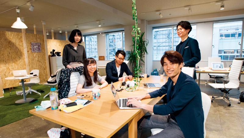 威朋在新宿的據點,由總經理篠原好孝(右1)協助開發日本市 場,該公司也透過輪調及培訓,促台日人才交流合作。