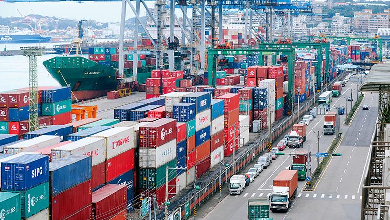 倚賴進出口的台灣是貿易戰主要受害者,出口數字已連續7個月負成長。