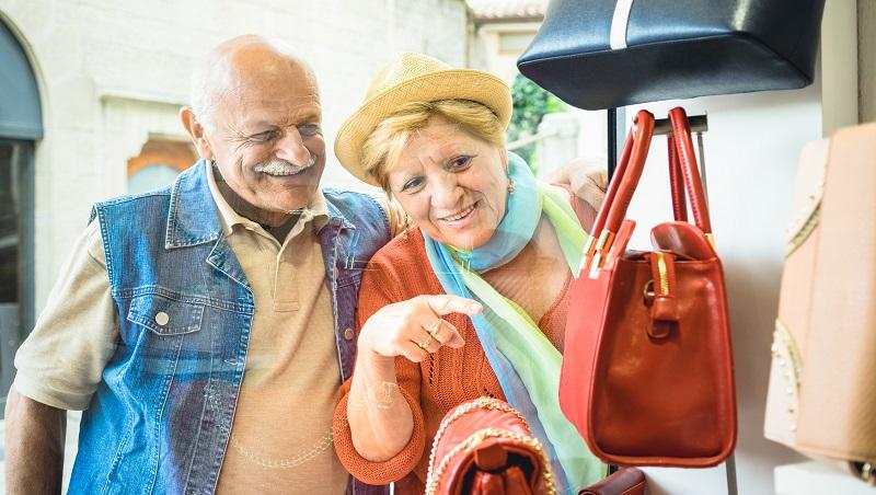 長輩消費是想變年輕!商品還在主打「給老人」?高齡化社會該懂的銀髮族行銷