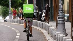 日本Uber Eats服務夯,連銀髮族都搶當外送員!為何誠實蜜蜂卻經營不善?