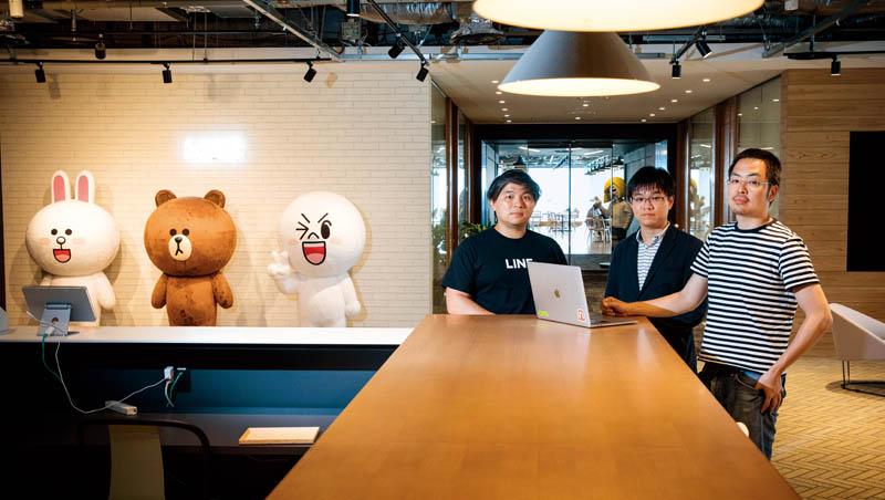 Line福岡就像許多新創公司,有明亮的開放式空間,幾乎看 不到穿西裝的人,自由氛圍吸引台灣IT人才前往。