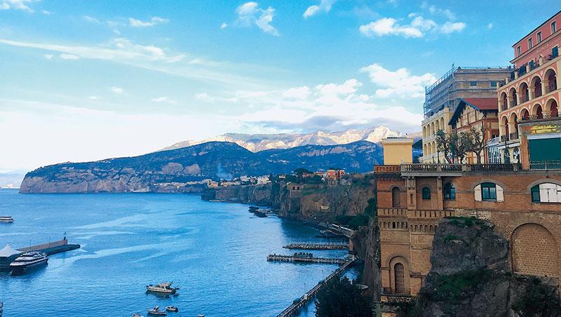 義大利南部的卡布里島,風景秀麗宜人,是熱門旅遊景點。