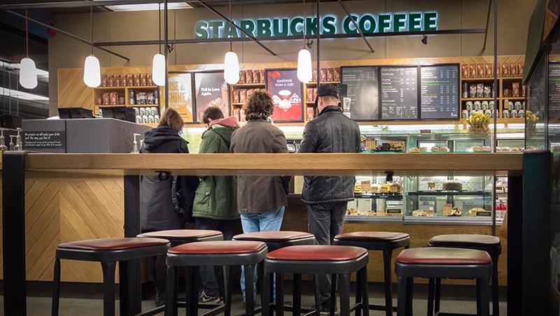 星巴克今年以來股價漲4成!入股科技新創,咖啡巨頭的數位轉型比你想得更厲害
