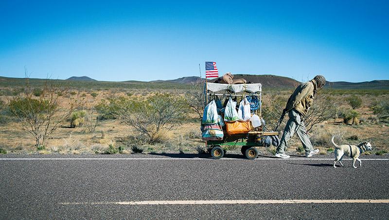 美國有一群無殼蝸牛整日穿梭在各州淘寶,買低賣高賺生活費,亞馬遜更為他們客製搜尋商品是否有利可圖的機制。