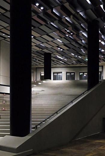 大廳如劇院加美術館般既優雅又有創意,讓人驚豔。