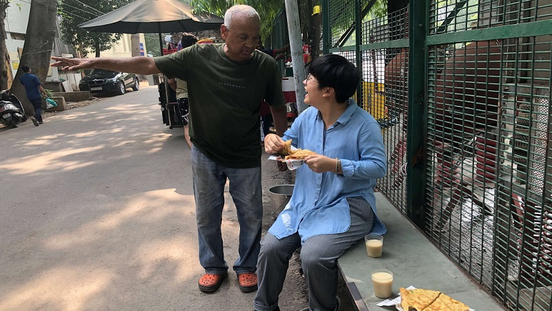 給人尊嚴,比給任何東西重要!掏錢、設加水站...一個印度老闆免費供早餐的體悟