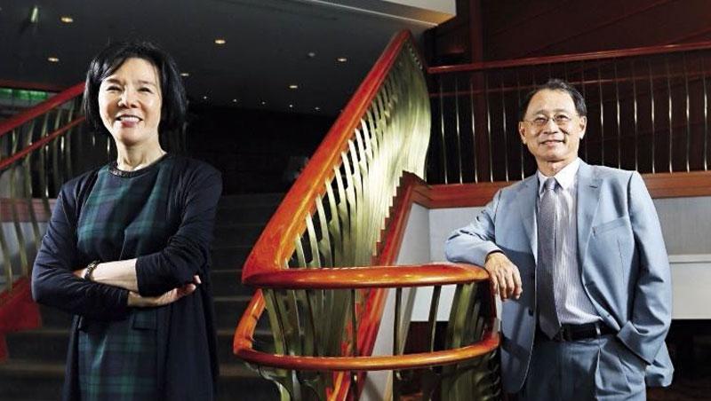 世貿聯誼社2大推手杜麗萍(左)、張所鵬(右)坦言,最近正加強內部訓練,「未來要直接面對市場,挑戰不同了。」