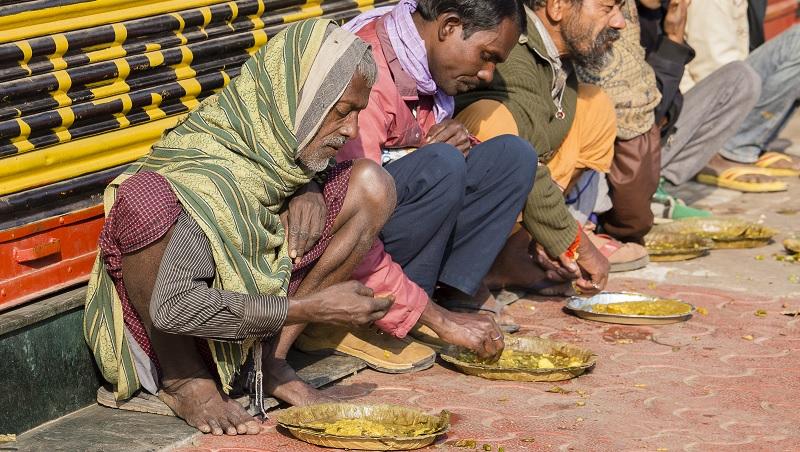 印度人的流利英文、解決問題能力...全都來自「窮」!他們如何從貧困中變強大?