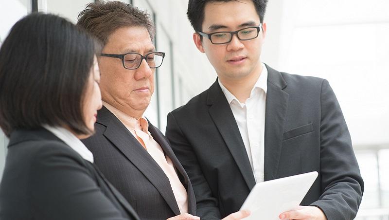 老闆總是把手伸進部門裡,中階主管怎麼辦?5個和控制型老闆共事的方法