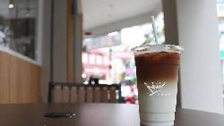 85度C抄金鑛咖啡起家,一個成百億上市公司、一個大裁員...先進者為何落敗?