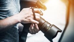 網紅夫妻聘人不給薪惹議!從話題貼文,解析台灣「攝影專業」為何不受重視?