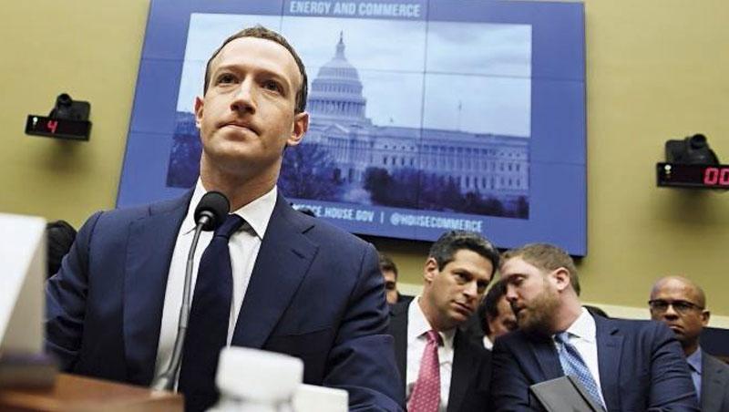 「我們確實收集用戶資料,但我們沒賣給廣告商。」臉書創辦人佐伯格在聽證會上如是說,但仍難消大眾質疑。