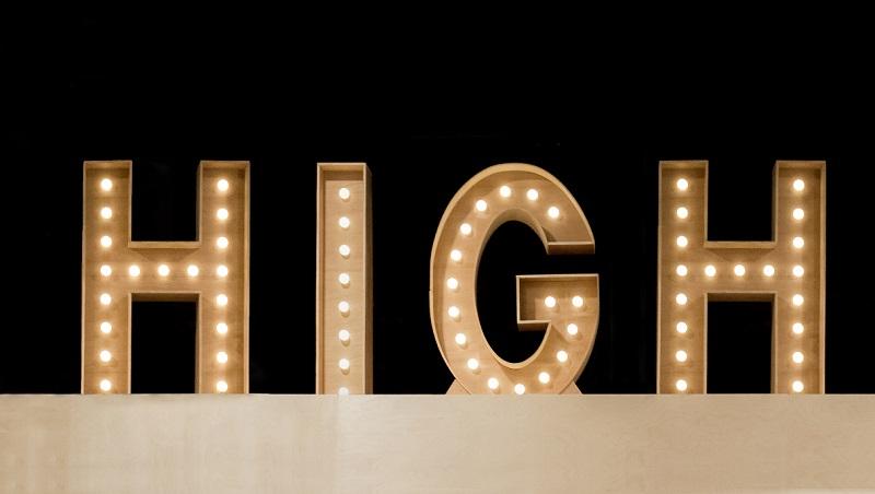 7種容易搞混的high英文用法:high season代表旺季、high tea指的是...