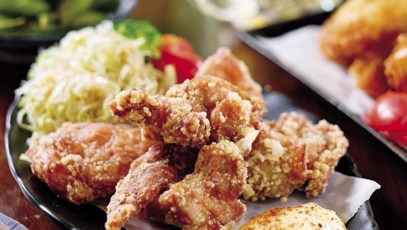 日式炸雞(唐揚雞)與三款略帶氣泡的酒款,可說是食物和酒的完美結合。