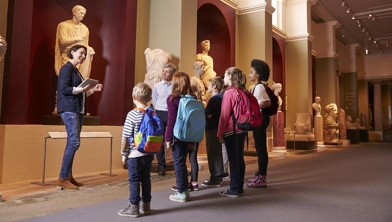 初中學古希臘文、藝術史...台灣父母的「沒用科目」,卻是法國教育改革重點