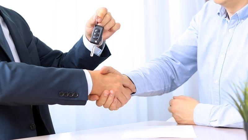 業務生涯,從被罵三字經開始!全台最會賣車超業:不交際應酬,養出超強人脈