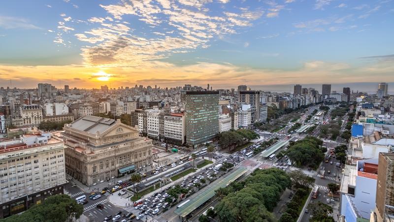 阿根廷從已開發國家,到倒債破產...「民主制度」如何害一個國家萬劫不復?