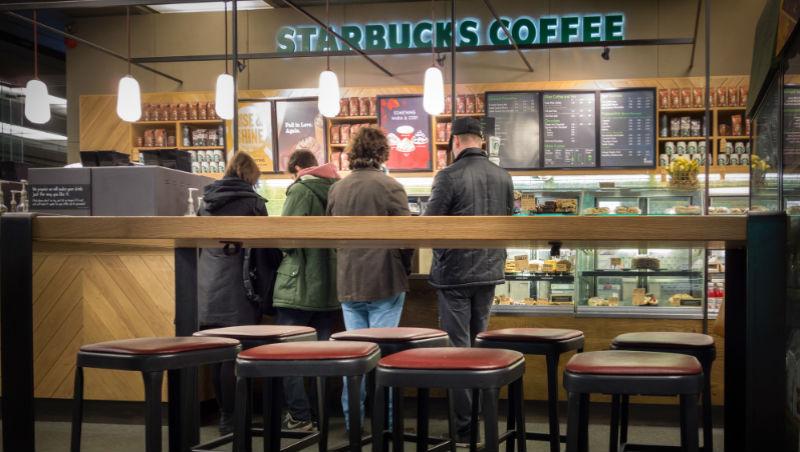 下雨就想喝星巴克、聚餐就想到可口可樂?1故事看:企業打破成長瓶頸2方法