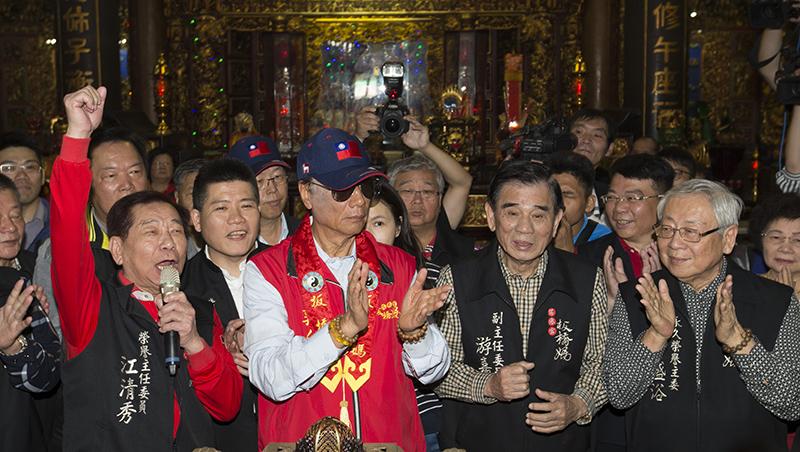 新加坡勝利組,台灣卻變一條蟲...從郭董參選,看選民該思考「神主牌政治」
