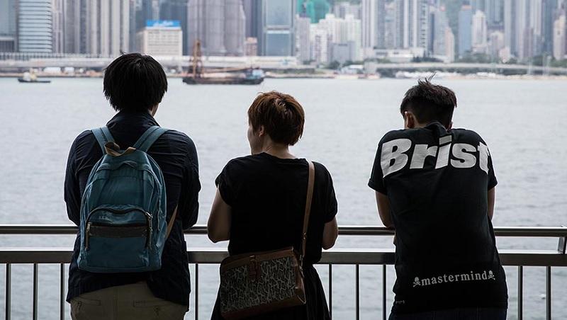 帶著被捕須知卡、串連罷課,15歲名校生:香港都要滅亡了,讀書有何用?